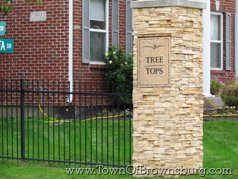 Eagle Crossing, Brownsburg, IN: Corner Post