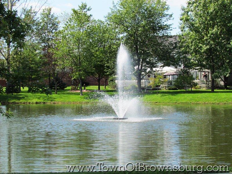 Sugar Bush Farms, Brownsburg, IN: Pond Fountain